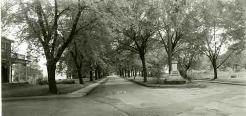 1947 - Bulen Avenue at the intersection with Rainbow Park