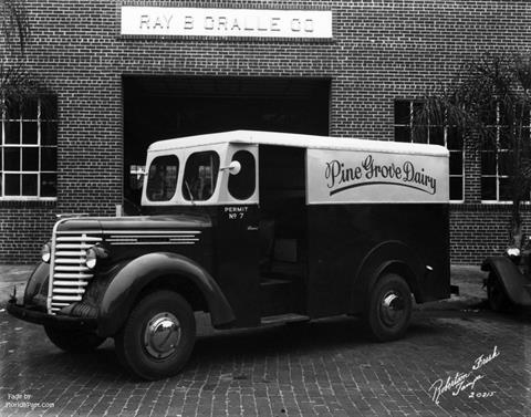 1946 - Pine Grove Dairy Delivery Truck at Ray Gralle Co. Tampa FloridaPast