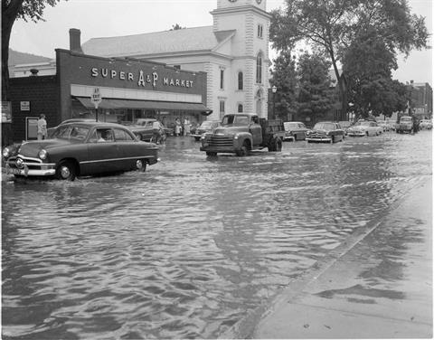 1940 - A & P on Main Street during a storm
